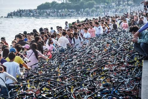 【共享单车】堆积如山:年产30万吨废钢;等同,五艘航母!再不清场;真的,无法安放!-激流网