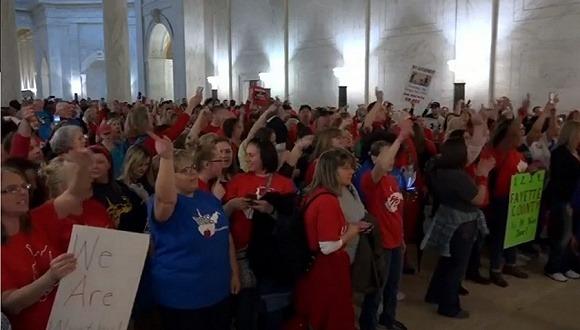 罢工九天、27万学生停课 美国最穷州的老师终获5%加薪-激流网