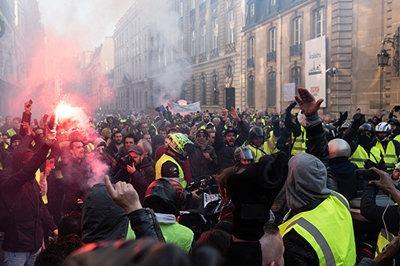 """法国""""黄马甲""""运动:社会问题重回政治中心-激流网"""