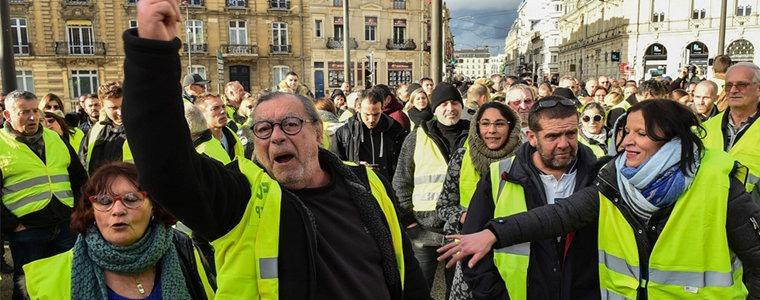 """法国""""黄背心""""在抗议什么?"""