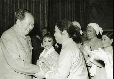 """毛泽东是怎样倡导""""百花齐放""""的-激流网"""