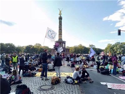 雨天和寒冷挡不住拯救人类的决心 – 柏林反抗(人类)灭绝行动现场报道-激流网