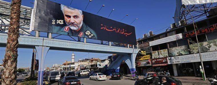 苏莱曼尼死后的伊朗:有人痛哭,有人做蛋糕庆祝