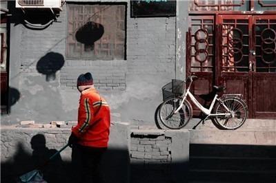 疫情下的环卫工:每天准时给病了的城市洗个澡-激流网